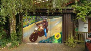 Graffitiauftrag Garagentor Lübeck Motorrad