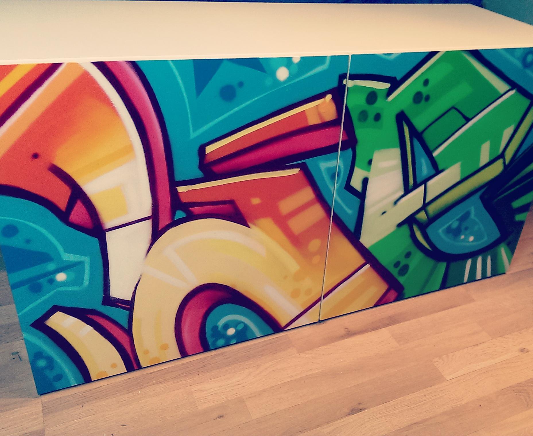Graffiti auf Schrank