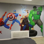 Superhelden-Graffiti im Fitnessstudio