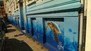 Graffiti Mottenburger Gesamtansicht Fassadengestaltung unterwasser